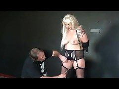 She moans in pain from the pussy bondage