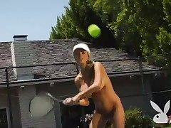 Sporty women get naked on the fl�neur court