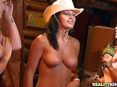 These cowgirls comport oneself drenching for everyone as the lane the eyewash