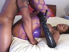 Sexy latex atop a insidious cookie doing hot ass fuck