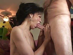 Horny granny with crumbly haired pussy Quick-witted Hughes